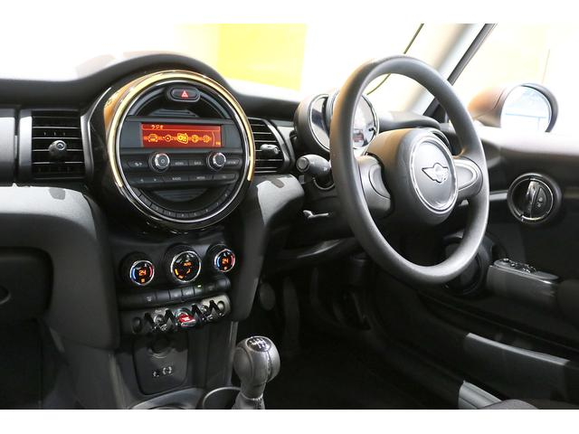 ワン 6速マニュアル ドライビングモード オートエアコン ETC フォグランプ クロームラインエクステリア 純正オーディオ AUX&USB接続 15インチAW ルーフバイザー ディーラー記録簿(16枚目)