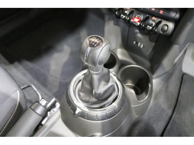 ワン 6速マニュアル ドライビングモード オートエアコン ETC フォグランプ クロームラインエクステリア 純正オーディオ AUX&USB接続 15インチAW ルーフバイザー ディーラー記録簿(39枚目)