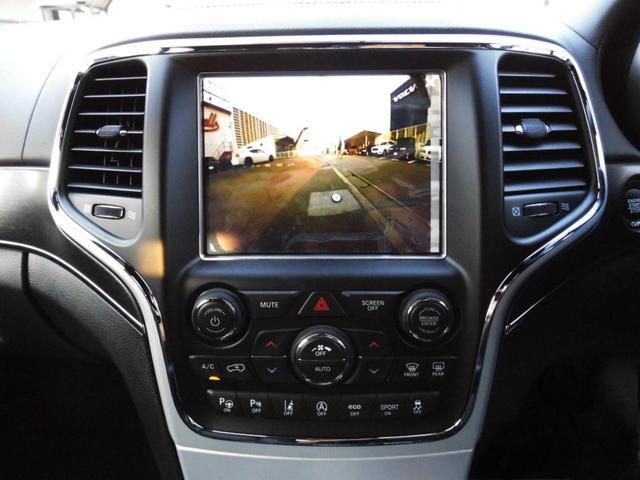 オーディオナビゲーションのUconnectシステムを最新世代とし、新たにApple CarPlayとAndroid Autoに対応しています。