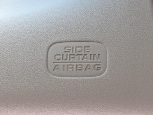 SRSエアバッグは、万一に備えた安全装備です。 付いていない車もまだまだありますよ。 車を選ぶのに重要なポイントですね。 シートベルトとあわせて力を吸収してくれますよ。