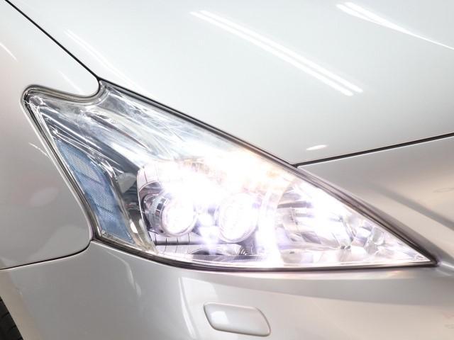 LEDライトが暗い夜道を明るく照らします。
