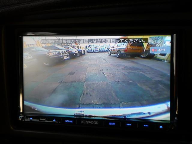 バックカメラも取り付け済みで、車庫入れもラクラクです