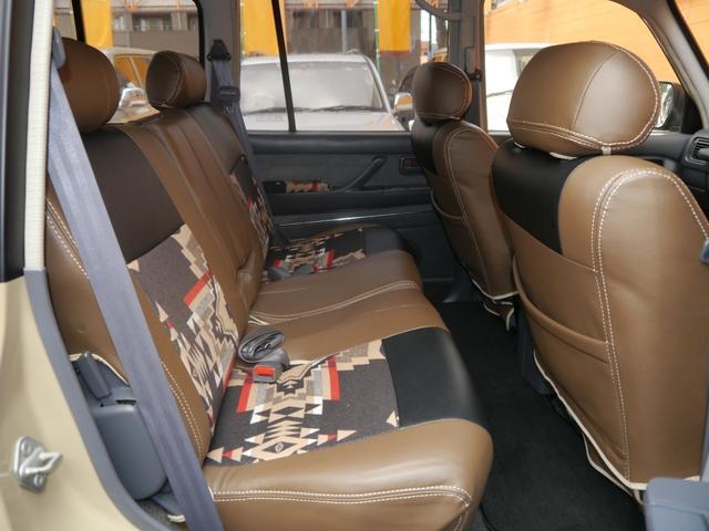 後ろの座席もペンドルトン仕様です!