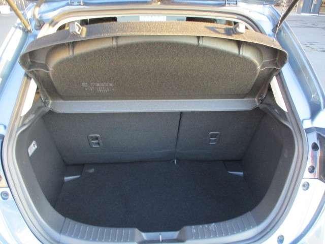 トランクには実用的なスペースが確保されております!