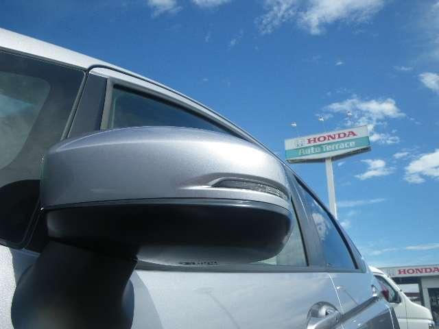 ドアミラーウインカーは視認性が高く安全性が高くなります。