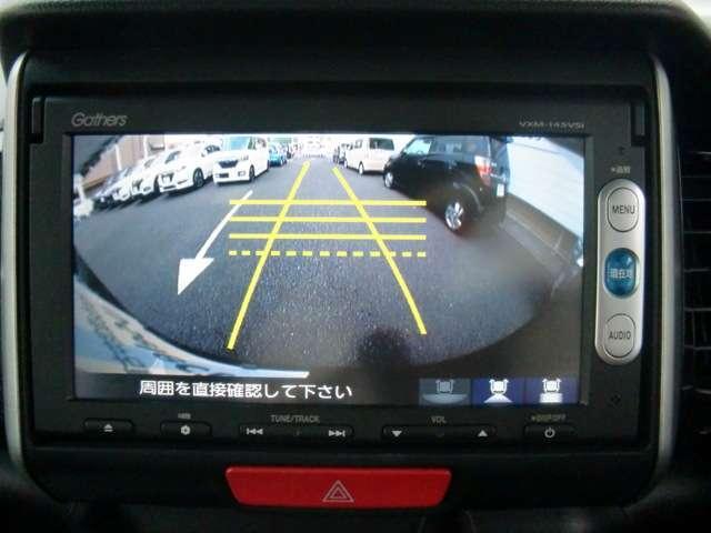 シフトレバーをバックに入れれば自動でリアビューが映し出されます。狭い車庫入れも安心です☆