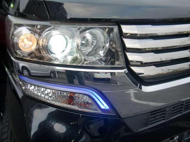 HIDヘッドライト&フォグランプ付きです☆ 夜道も明るい視界が保てます! 快適なナイトドライブがお楽しみいただけます☆
