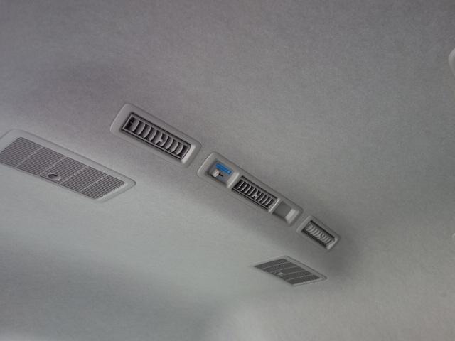ウェルキャブ福祉タクシー仕様車アームリフト車いす1基10人乗(14枚目)