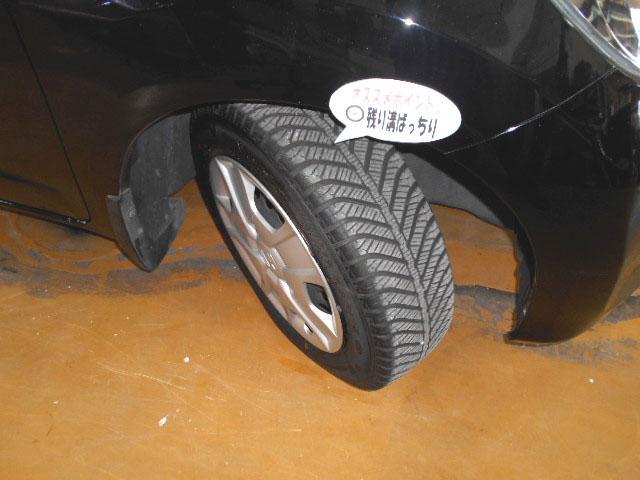 中古車選びの気になるポイント!タイヤ残量もバッチリですからご安心下さい!弊社では別途廉価でお勧めの輸入タイヤやスタッドレスタイヤ、アルミホイールのご提案も承りますのでお気軽にご相談下さい!