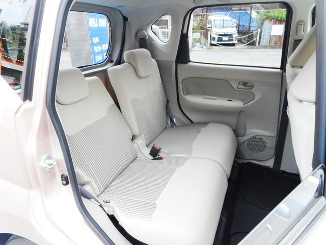 足元もゆったりとしたセカンドシート!リクライニングもしますから大人4人でのお出掛けも楽々こなせます!室内高に余裕がありますから実際以上に開放感があってストレスないドライブをお楽しみいただけます