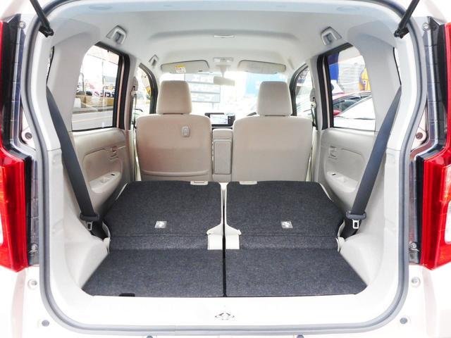セカンドシートを折畳めば軽自動車とは思えない程の大容量ラゲッジスペースを確保!この容量ならいざという時の大荷物やレジャーも安心です!室内の高さもほど良くあって高さのある荷物も楽々と積み込めます!