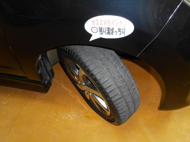 お洒落の基本は足元から!純正アルミでバッチリ決まってます!中古車選びの気になるポイント、タイヤ残量もバッチリ!弊社では安価な輸入タイヤやアルミホイールのご提案も承りますのでお気軽にご相談下さい!