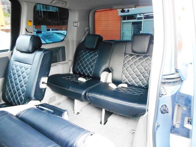ワゴン車らしい余裕のあるサードシート!広さも乗り心地も中々のものですから大勢でのお出掛けやご旅行にも便利にお使いいただけます!3世代ファミリー様にも喜んでいただける3列シート車です!
