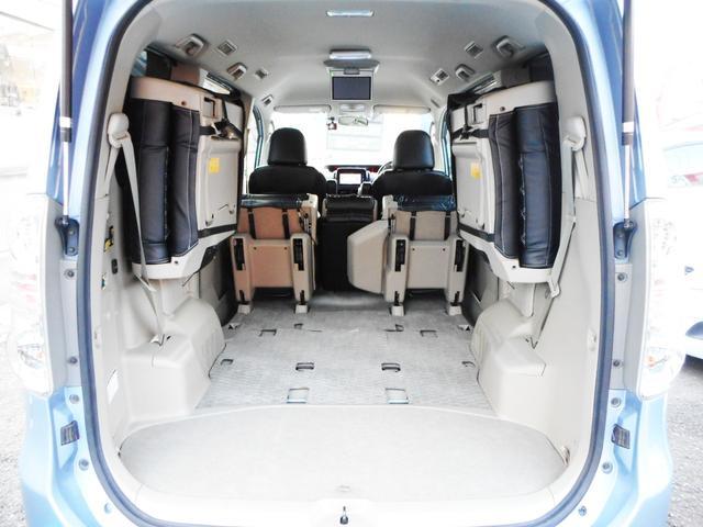 サードシートを跳ね上げ収納してセカンドシートと助手席を畳むと、これだけの大容量のラゲッジを確保出来ます!この容量なら、いざという時の大荷物はもちろん、レジャーや仕事にもお使い頂けます!