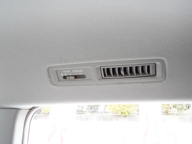 ダブルエアコン装備ですから後部座席でも快適なドライブをお楽しみ頂けます!一部のミニバン系には装備していない車種もありますから要チェックポイントです!