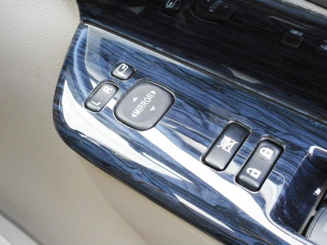 ココは見落としがちなポイントですから要注意!電動格納ドアミラー標準装備車です!車種やグレードによっては未装備の車もございますからご注意下さい!これがあれば車庫入れや縦列後も便利にお使いいただけます!