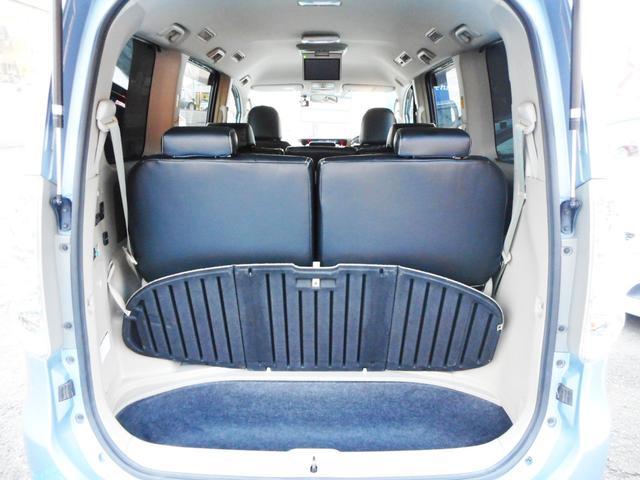 サードシート使用時でもこれだけのラゲッジスペースを確保出来ます!アンダートレイも割と容量がありますから使わない荷物はスッキリ収納!三世代ファミリーでのお出掛けも楽しく行えるお勧めのワゴン車!