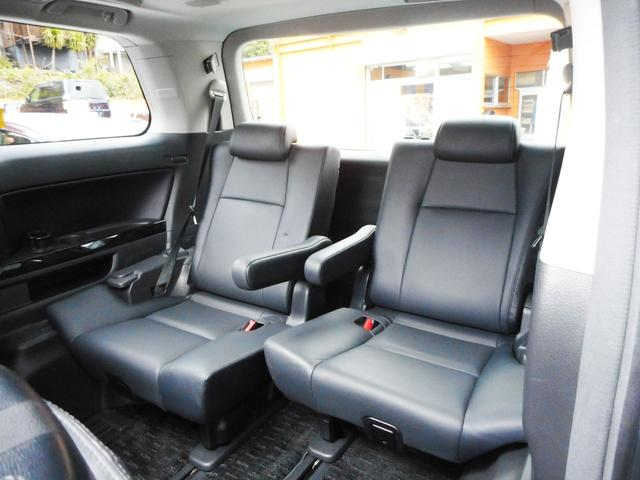 ラージサイズワゴン車らしい余裕のあるサードシート!広さも乗り心地も中々のものですから大勢でのお出掛けやご旅行にも便利にお使いいただけます!3世代ファミリー様にも喜んでいただける3列シート車です!