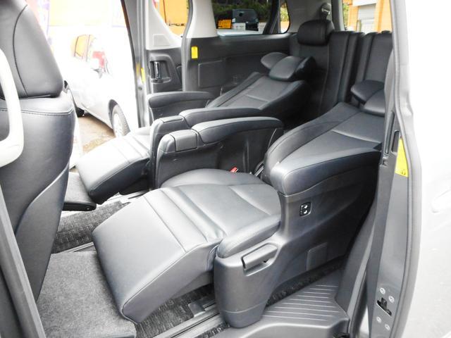 多彩なシートレイアウトもワゴン車の魅力です!助手席とセカンドシートはオートオットマン付!特にセカンドシートはオットマンも含めてフルフラットになりますので、ロングドライブ時の休憩、仮眠も出来て便利です!