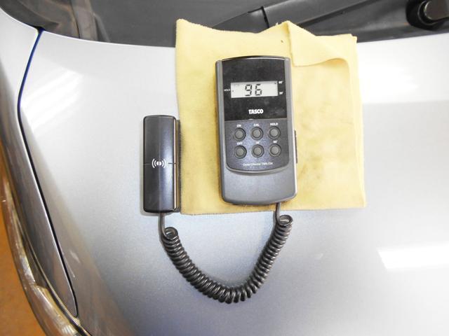 弊社では車の状態を正直にわかり易くお客様に伝える為に、展示車全ての光沢度を開示しております!光沢度85以上(新車の光沢度が約80〜99)にならない車は展示致しません!!ピッカピカの光沢をご期待下さい!