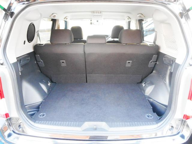セカンドシート使用時でもこれだけのラゲッジスペースを確保出来ます!見た目以上の容量の大きさですから大人4人でのドライブやちょっとしたご旅行も楽々こなて便利にお使い頂けますよ〜!