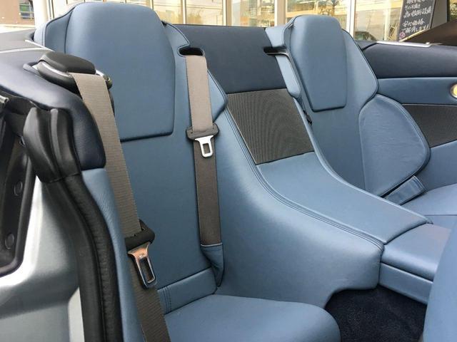 後部座席シートは使用感がございません。非常に綺麗な状態です。