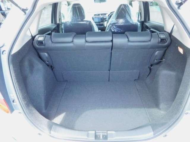 5人乗車時でも難なくお荷物載せて、さぁ〜ドライブにレッツらゴ〜。