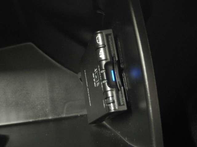 ハイブリッド ナビ リヤカメラ 左側電動 AC 1オーナー キーレス DVD ナビTV ETC メモリーナビ バックモニター ワンセグTV アイドリングストップ 横滑り防止 3列シート(13枚目)