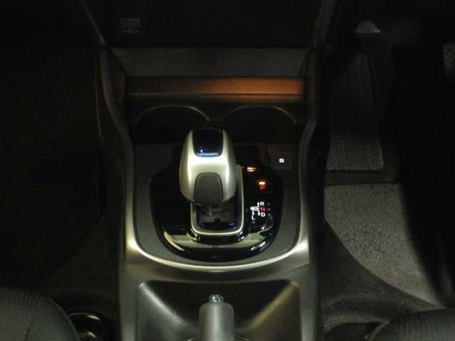 ハイブリッドLX ナビ フルセグ ETC LED 1オーナ 地デジTV ナビTV Bモニター LEDヘッドライト クルコン スマートキー DVD再生 ETC メモリーナビ アイドリングストップ 横滑り防止 ABS(16枚目)