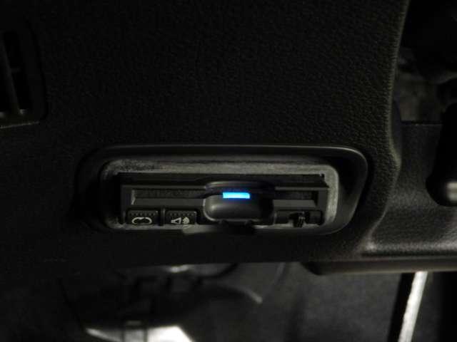 S ナビ リアカメラ 安心P フルセグ ETC 1オナ Bカメ シートヒータ ABS LEDライト クルーズコントロール アルミ ナビTV 禁煙 フルセグ ETC キーレス 盗難防止システム CD DVD(13枚目)