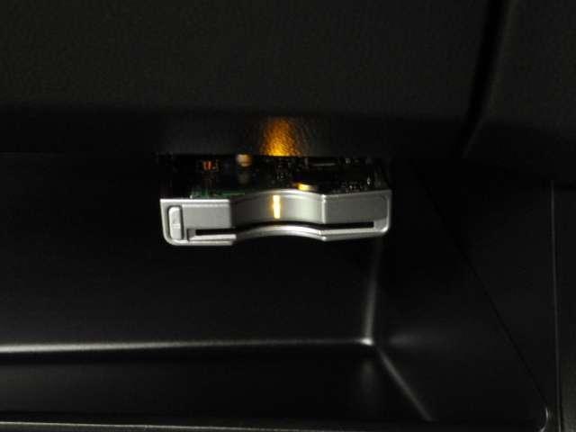 プレミアム・Lパッケージ ナビ リヤカメラ アルミ HID 1オーナー VSA DVD再生 Iストップ 記録簿 ワンセグ オートエアコン キーフリー バックモニター ETC 1オーナー HID AW ナビTV 盗難防止システム(10枚目)