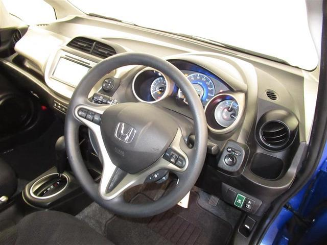 シンプルな運転席。運転は軽いハンドル回しで軽快なドライブが楽しめます♪