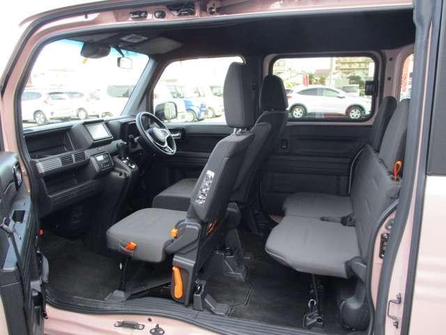センターピラーもなく助手席開口部はこんなに広く使えます。