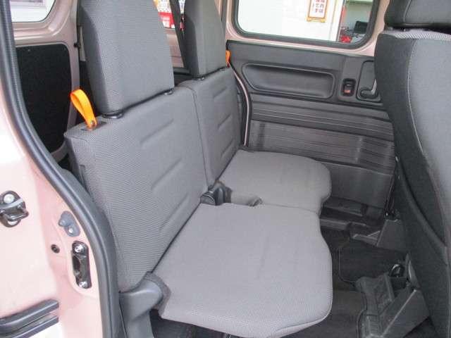 後部座席はこんな感じ、荷物もたくさん積みこめます。