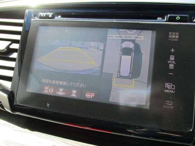 純正インターナビ。バックカメラも付いています! 運転が不慣れな方でも安心して駐車が可能です!