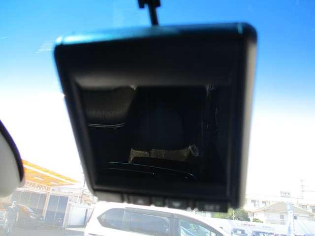 純正のドライブレコーダーが付いています。