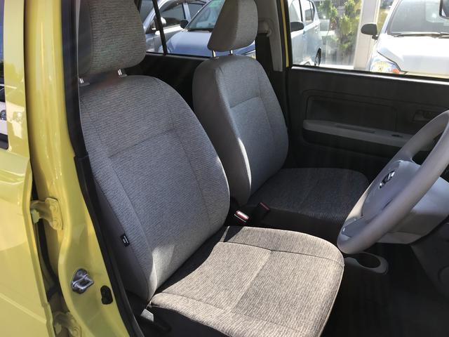 運転席側からの画像です。運転席・助手席足元も広く快適にお乗り頂けます。
