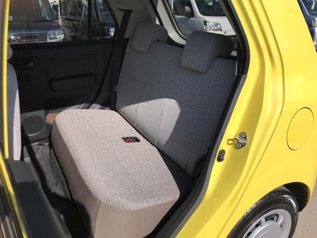 ヘッドレストも付いて、後席もゆったりくつろいで頂けます。