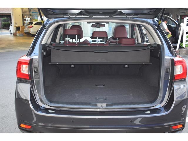 ワゴンならではの広いカーゴルームです。奥行きもあり、フラットなので荷物を積みこみやすいです。