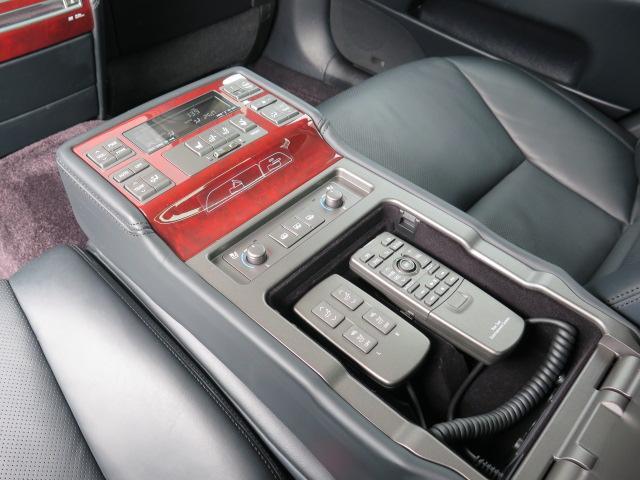 レクサス LS LS600hL バージョンUZ マークレビンソン リアエンタ