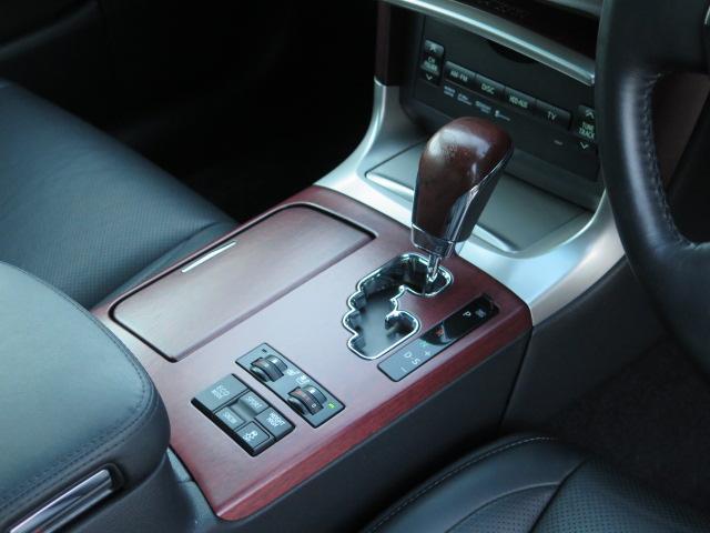マニュアルシフトモード付きAT ハイトコントロール 運転席エアコンディショニングシート(ベンチレーター&シートヒーター) 助手席シートヒーター♪