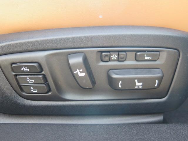 バージョンL専用 運転席・助手席18Way調整式パワーシート(ポジションメモリー付)&サイド部可動式フロントヘッドレスト付き♪お好きなシート位置でドライブをお楽しみ頂けます♪