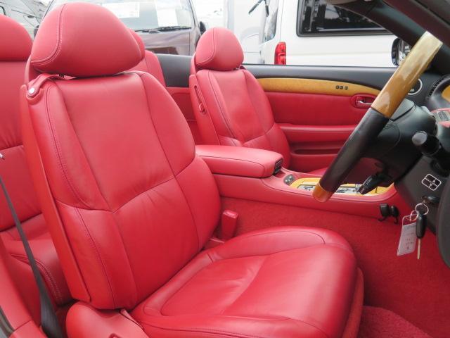 質感の良いレッド(赤)レザーシート♪パワーシート シートヒーター付き♪