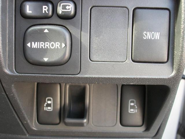 パワースライドドア!ボタン一つで自動開閉します!小さなお子様の乗り降りも楽になります!