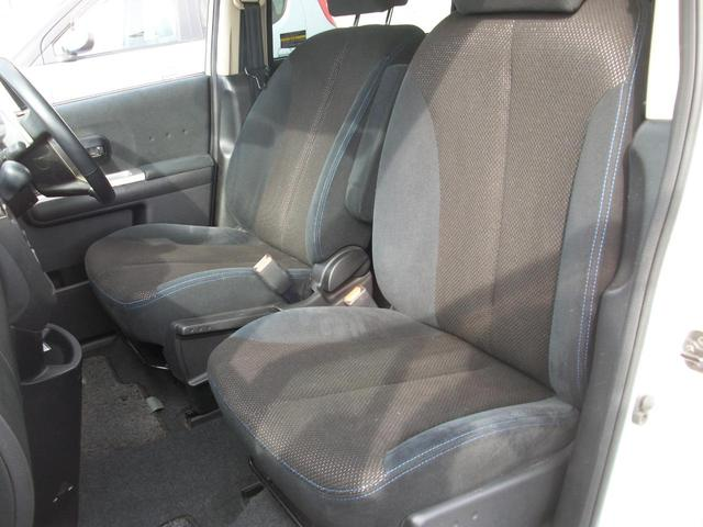 助手席周りもクリーニング済みですのでご安心下さい。もちろん乗り降りの際にドア付近のコスレなどもクリーニング済みです。