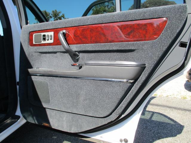 標準仕様車 デュアルEMVパッケージ パールホワイトオールペン・エアサス・20インチアルミ・電動格納ミラー(43枚目)
