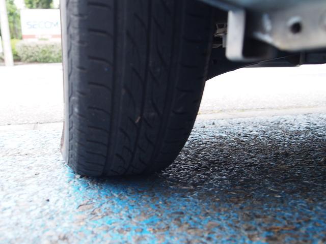 車検有効期限の切れた車は、公道を走行することはできません。車検切れで走行すると、道路運送車両法違反(無車検運行)で6点減点、さらに前歴がなくても30日の免停と罰金が科せられます。