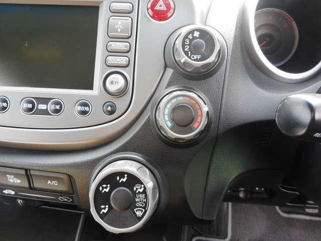 マニュアルエアコンでもエアコンの効きはオートエアコンと変りません。