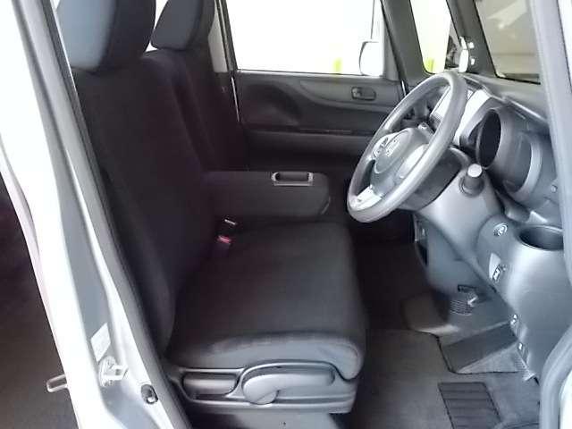 運転席と助手席もヘタリはございません!!座り心地の良いシートです♪