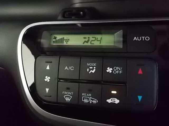 エアコンは数字で設定可能なフルオートエアコンです♪車内を快適に保ちます♪